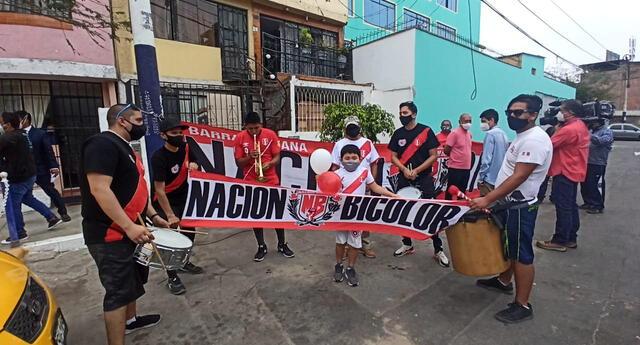Familia de Lapalula celebra convocatoria del delantero.