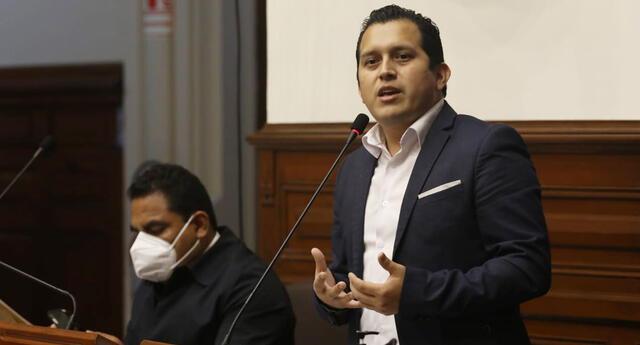Congresista Gino Costa pidió la destitución del parlamentario José Luna Morales, de Podemos Perú.
