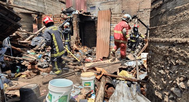 El fuego consumió el interior de una vivienda en El Agustino