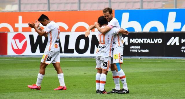 Felicitaciones de los compañeros de Mauricio Montes por el gol marcado a Cusco FC.