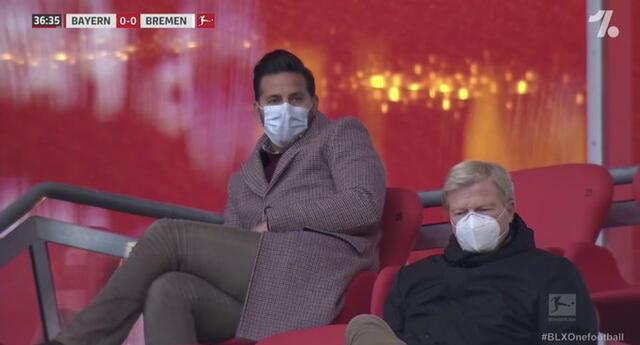 Claudio Pizarro ve atento el partido del Bayern Múnich