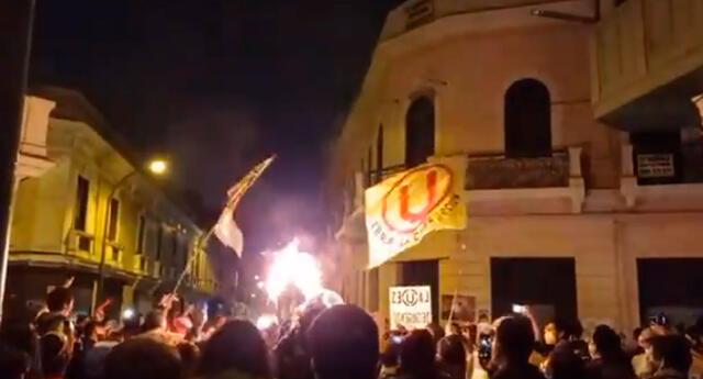Hinchas de Universitario y Alianza Lima también se unieron en la marcha del 14N.