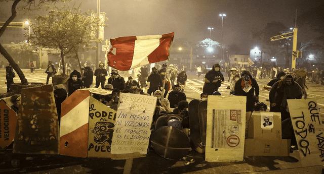 Los enfrentamientos entre manifestantes y policías se realizaron en la avenida Abancay con el cruce de Nicolás de Piérola.