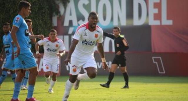 Collazos delantero  Atlético Grau celebra su gol ante Binacional.