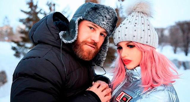 Yuri Tolochko se comprometió con su muñeca de silicona en 2019.