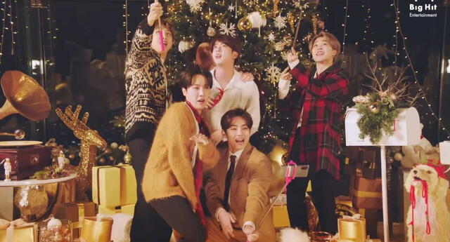"""BTS decidió terminar el 2020 con un remix de su exitoso tema """"Dynamite"""" y un curioso videoclip navideño"""