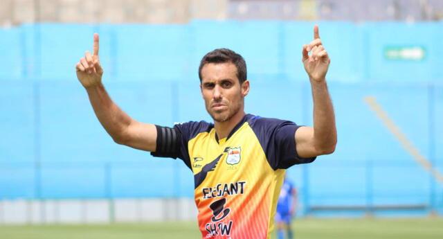 Carlos Orejuela estuvo inspirado y marcó tres goles en la victoria de Chavelines.