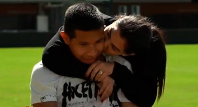 Edison Flores recibió tremenda sorpresa de su esposa Ana Siucho.