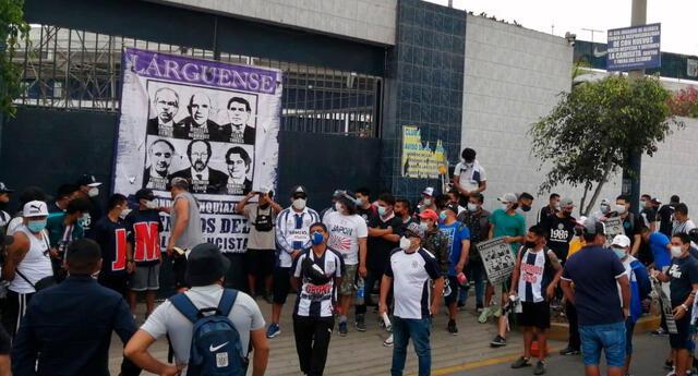 La barra oficial de Alianza Lima se hizo sentir este domingo en Matute.