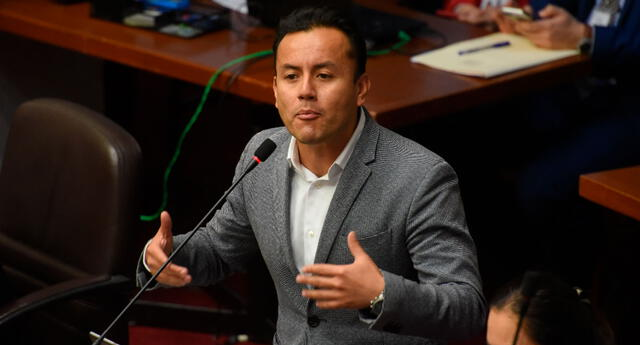 Richard Acuña va por la presidencia de la FPF.