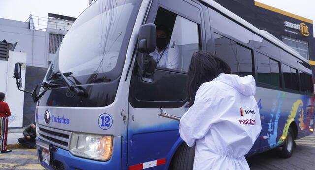 """Indecopi realiza operativo a buses con servicio """"full day""""."""