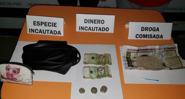 Los agentes terna decomisaron la droga, dinero y la cartera que llevaba la mujer.