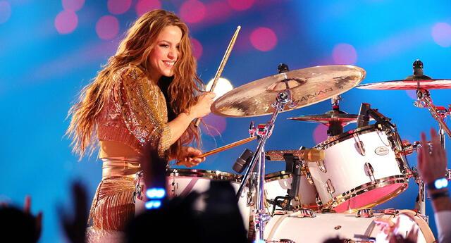 Cantante Shakira sigue haciendo noticia.
