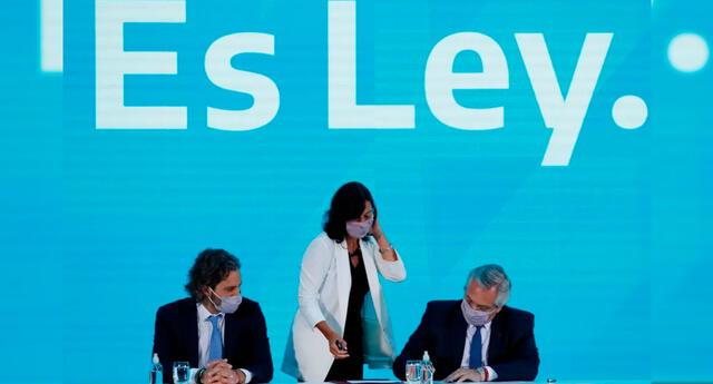 El presidente argentino Alberto Fernández promulgó la ley de interrupción voluntaria del embarazo.