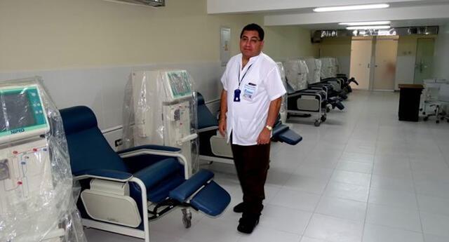 Edilberto Salazar Zender, gerente de la Red Asistencial de EsSalud Arequipa, integra la lista congresal de Restauración Nacional.