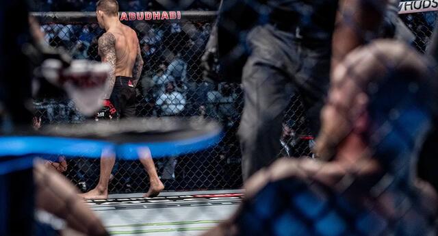 El estadounidense logró impactar una serie de golpes en el rostro de Conor McGregor   Foto: UFC