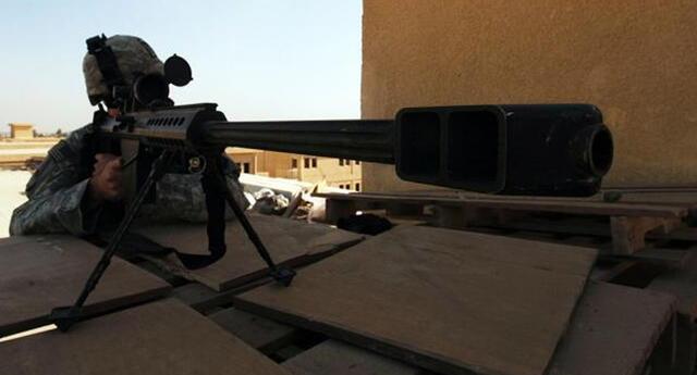 El francotirador disparó desde casi un kilómetro de distancia e impactó contra un terrorista que portaba explosivos   Foto: Referencial/Lukethornberry