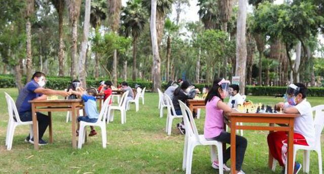 Parques y clubes permanecerán abiertos, confirmó alcalde de Lima, Jorge Muñoz.