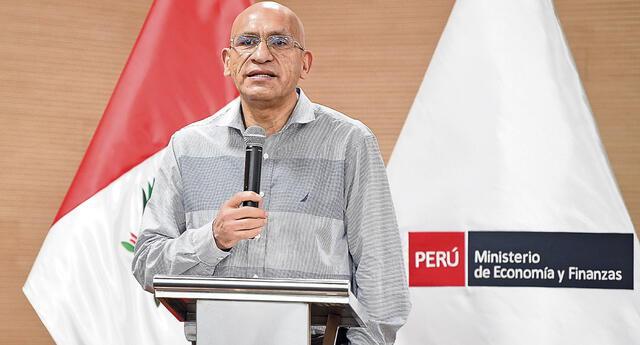 El titular del Ministerio de Economía, Waldo Mendoza, participó en la conferencia de prensa de esta noche.