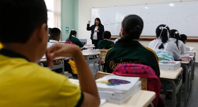 Profesores de los sectores públicos y privados serán inmunizados contra el coronavirus.