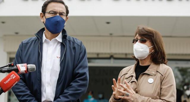 Martín Vizcarra y Pilar Mazzetti fueron vacunados pese a que no estaban en primera línea contra el coronavirus.