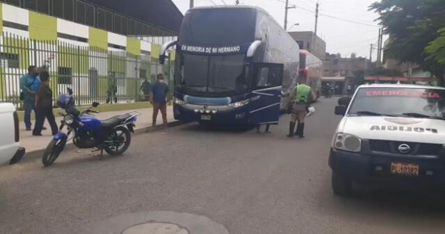 interviene a dos buses con 128 venezolanos ilegales