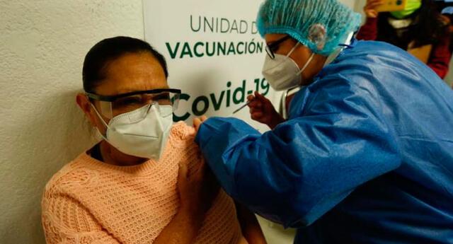 Bolivia recibió el miércoles 500.000 dosis de la farmacéutica china destinadas a más de 200.000 médicos y trabajadores sanitarios.
