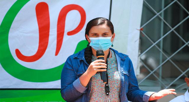 Verónika Mendoza calificó de miserables a quienes desinforman sobre las vacunas