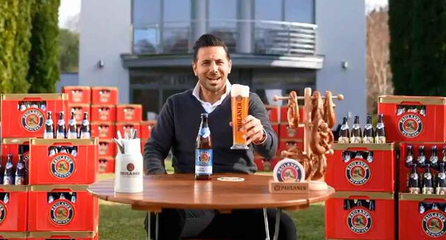 Claudio Pizarro y otras leyendas del Bayern Múnich en el comercial del club.