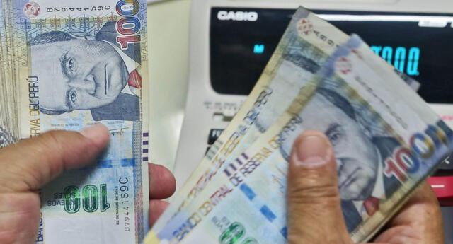 Congreso apruebó por insistencia ley contra la usura en servicios financieros. Medida fue impulsada por parlamentario de Podemos Perú.