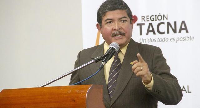 Lo más alarmante del caso es que el exgobernador de Tacna, Omar Jiménez Flores, fue vacunado en su casa.