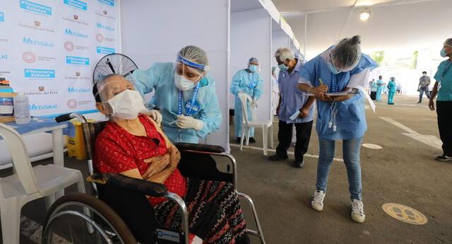 Lima y Callao tendrá nueve puntos de vacunación para adultos mayores de 85 años.