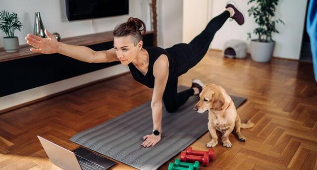 Ejercitarte con tu mascota en casa ayuda a reducir el estrés y la ansiedad