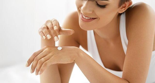 Unas manos ásperas pueden ser causa del mucho uso de productos químicos de limpieza.