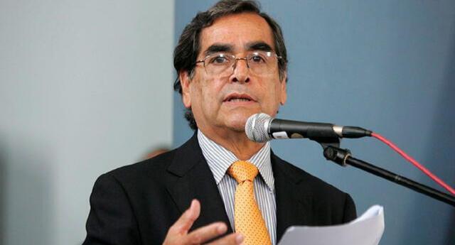 Ministro Óscar Ugarte estima vacunar en abril a 60 mil personas diarias