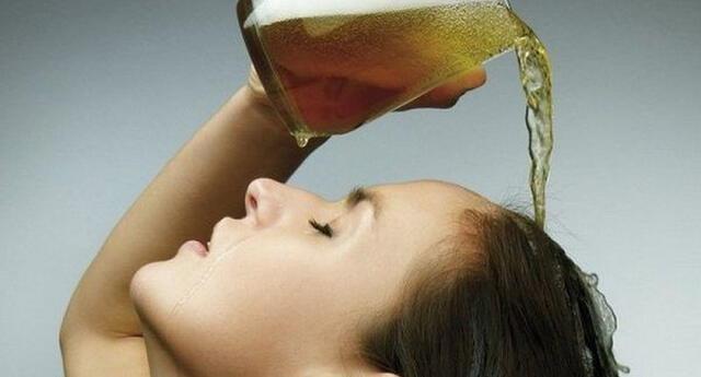 Usa cerveza como fijador de cabello.