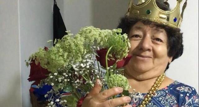 La adulta mayor cuenta que ha aprovechado su fama en la red social para atraer más clientes a su tienda de comida ubicada en Jesús María.