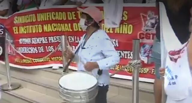 Realizan protesta en exteriores del Hospital del Niño por falta de pagos del bono al sector Salud.