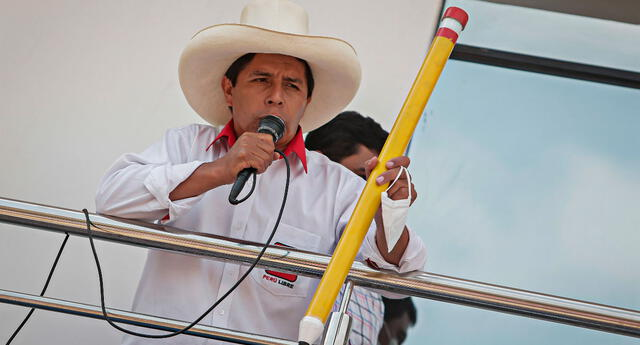 Castillo también señaló estar a favor de un posible cambio de la Constitución a través de una Asamblea Nacional Constituyente.