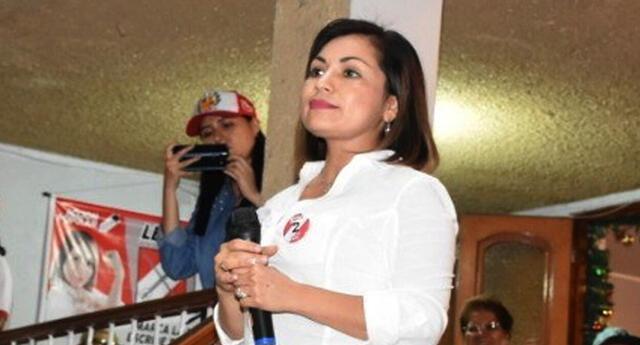 Candidata al Parlamento Andino, Leslye Lazo entregó donativos en Huaycan pese a prohibición