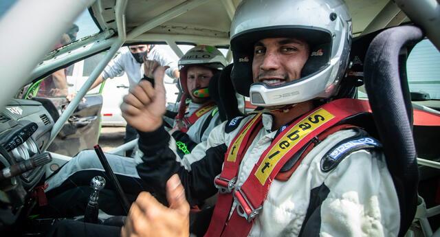 'Riflo'  Flores disputó a sacar la cara por el automovilismo peruano en Estados Unidos.