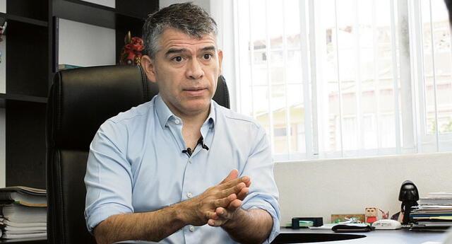 Conoce más sobre Julio Guzmán a días de las Elecciones 2021.