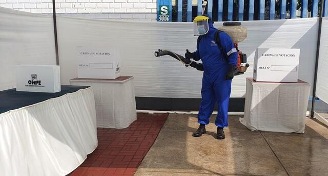 El alcalde del distrito, José Guevara indicó que entre hoy y mañana se realizaran estas desinfecciones previniendo la COVID-19.