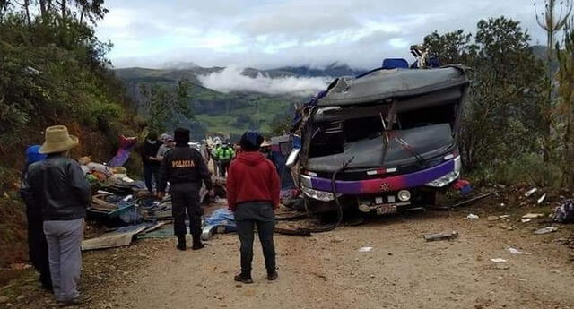 Volcadura de bus deja 20 fallecidos y 13 heridos en Parobamba