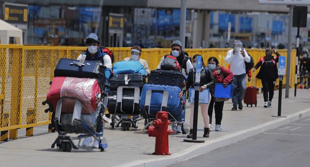 Vuelos procedentes de Brasil, Sudáfrica y Reino Unido seguirán suspendidos.