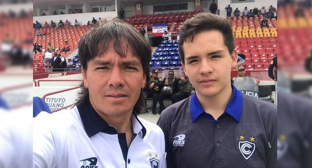 El exjugador de Cienciano se mostró muy orgulloso de los pasos de su hijo Paulo.