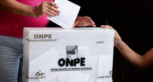 La mujer pide a la ONPE cubrir el tratamiento de ella y el de su familia, ya que cada día que pasa los síntomas de la enfermedad aumentan.