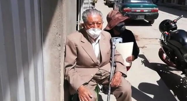 Ordenan a banco devolver 40.000 dólares robados a anciano