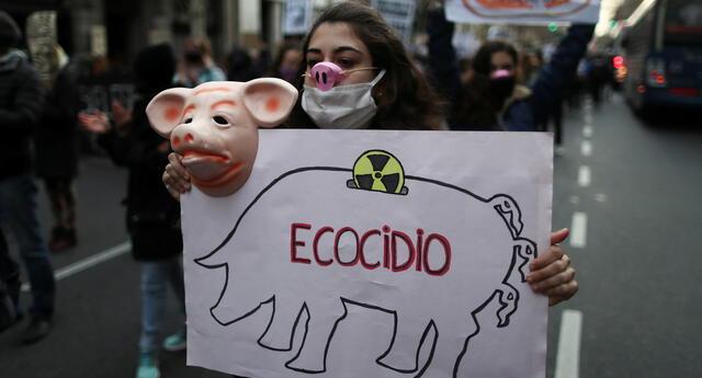 Protesta contra la producción de carne de cerdo argentina para exportación a China, en Buenos Aires, Argentina, el 31 de agosto de 2020.