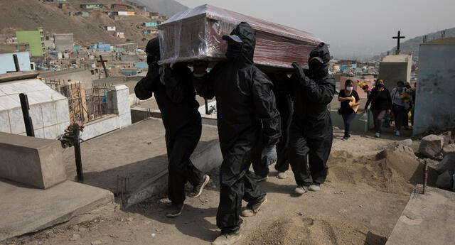 Se incrementa el número de fallecidos por COVID-19 en el mes de abril.